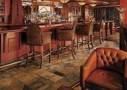 The Rimrock Resort Hotel Teras