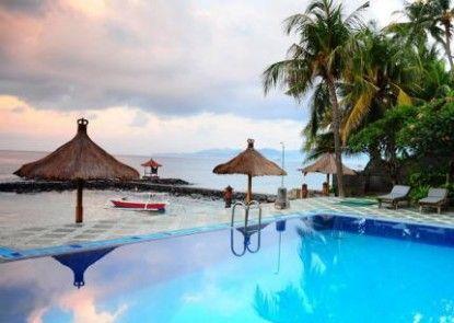 The Rishi Candidasa Beach Hotel Kolam Renang