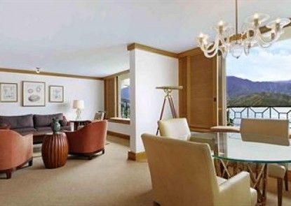 The St. Regis Princeville Resort Teras