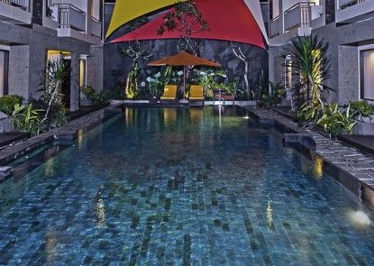 The Sunset Hotel and Restaurant Kolam Renang