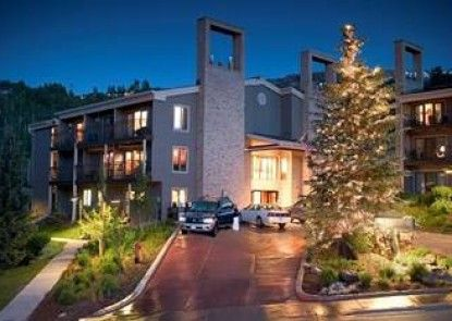 The Timberline Condominiums Teras