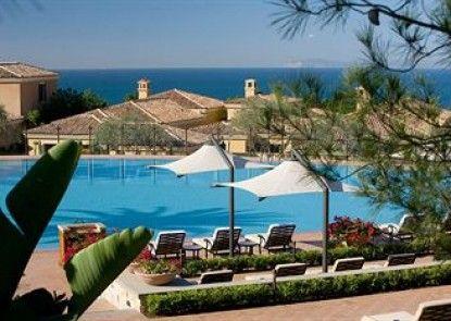 The Villas at Pelican Hill Resort Teras