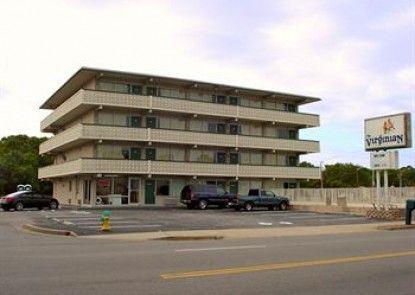 The Virginian Motel Teras