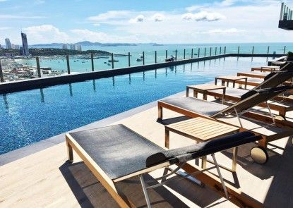 The Base Central Pattaya by Favstay