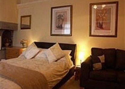 The Coach House - Guest House