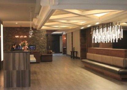 The Elk & Avenue Hotel