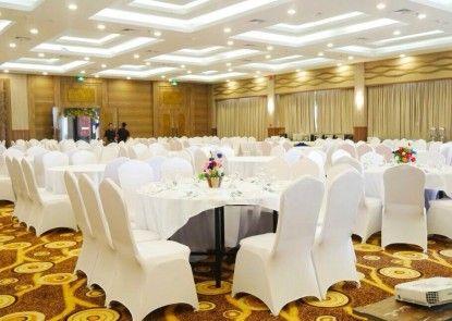 The Golden Bay Hotel Batam Teras