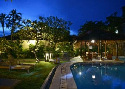 The Cakra Hotel Kolam Renang