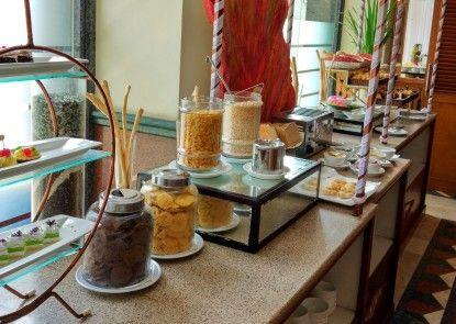 The Jayakarta Jakarta Hotel & Spa Makan Prasmanan