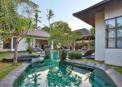 The Kampung Ubud Villas managed by Ozz Group Kolam Renang Pribadi