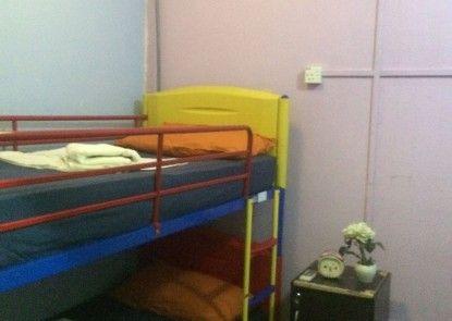 The Longhouse Travellers Inn - Hostel