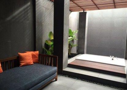 The Luxton Cirebon Hotel & Convention Whirlpool