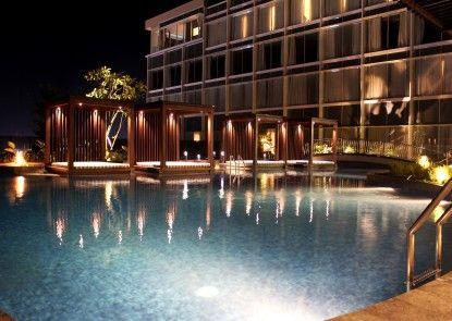 The Luxton Cirebon Hotel & Convention Eksterior
