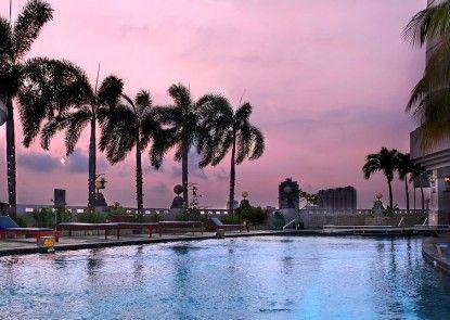 The Media Hotel & Towers Kolam Renang