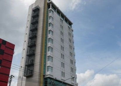 The One Hotel Makassar Teras