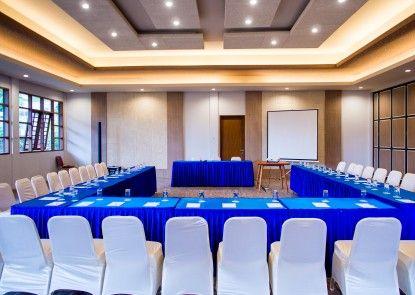 The Onsen Hot Spring Resort Ruangan Meeting