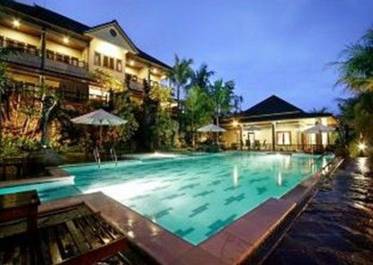 The Oxalis Regency Hotel Kolam Renang