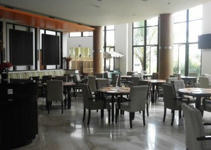The Oxalis Regency Hotel Rumah Makan