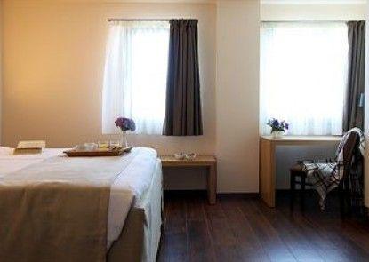 Theta Hotel
