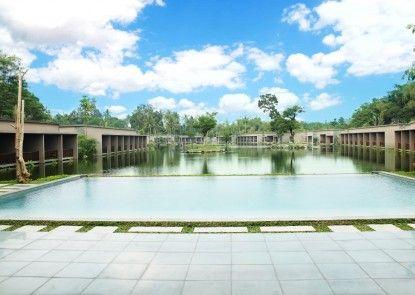 The Westlake Resort Yogya Kolam Renang Utama