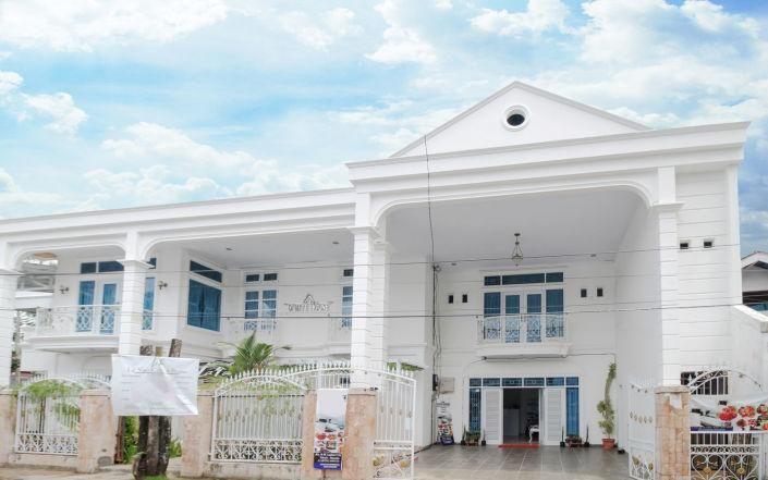 The Whitehouse Residence, Manado