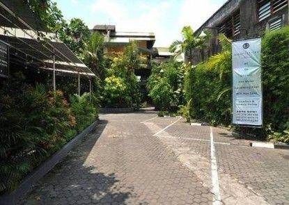 The Winotosastro Hotel Tempat Parkir