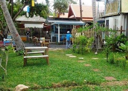 Think & Retro Cafe Lipa Noi Samui