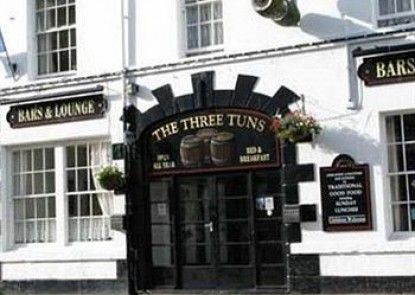 Three Tuns Hotel Teras