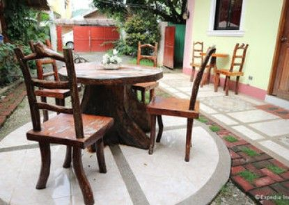 Tia Mer\'s Guest House