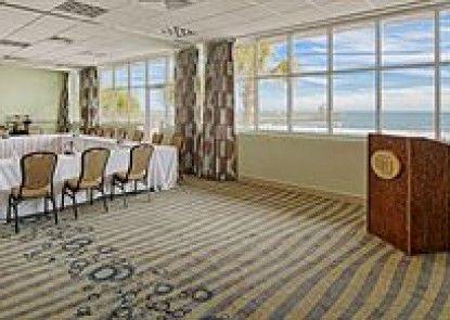 Tides Folly Beach Hotel Teras