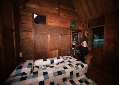 Tirtoraharjo Ethnic Wooden Guesthouse Kamar Tamu