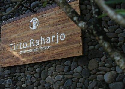 Tirtoraharjo Ethnic Wooden Guesthouse Pintu Masuk