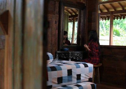 Tirtoraharjo Ethnic Wooden Guesthouse Teras