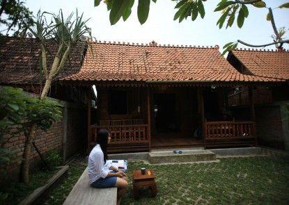 Tirto Raharjo Ethnic Wooden House