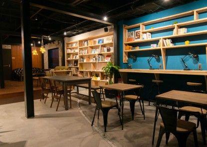 TONAGI Hostel and Cafe