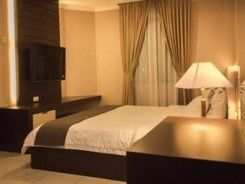 Travelllers Suites Hotel