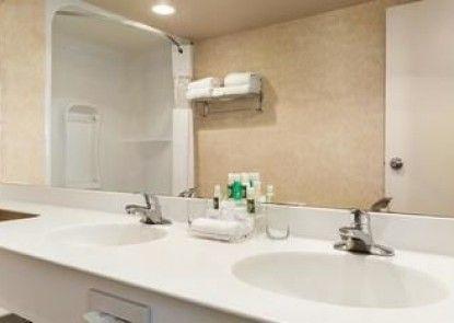 Travelodge Inn & Suites Spruce Grove