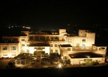 Treehouse Hotel Club & SPA