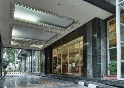 Treva International Hotel Pintu Masuk