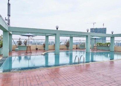 Treva International Hotel Kolam Renang
