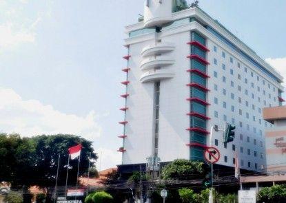 Treva International Hotel Eksterior