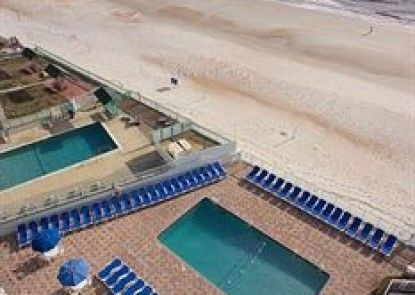 Tropical Winds Oceanfront Hotel Teras