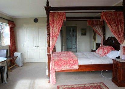 Tudor Manor Bed & Breakfast