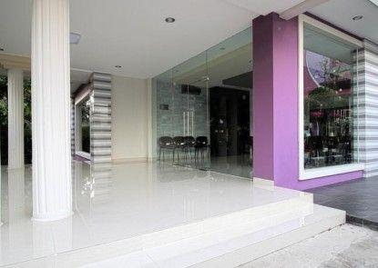 Twin Star Hotel Solo Pintu Masuk