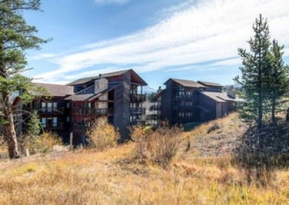 Tyra Lookout Condominiums by Ski Country Resorts