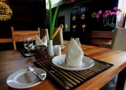 Ubud Raya Hotel Rumah Makan
