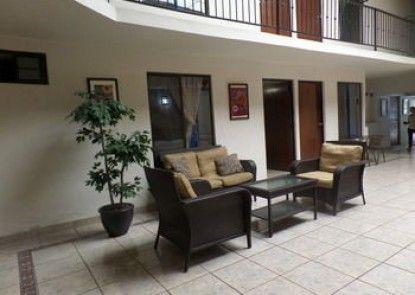 Uke Inn Hotel & Suites