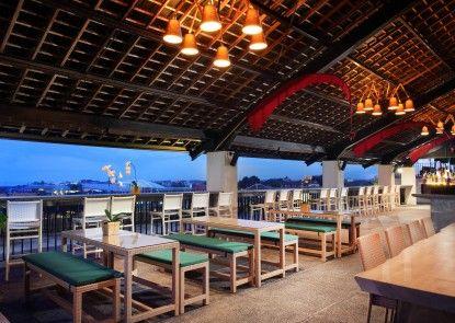 U Paasha Seminyak Hotel Bar Tepi Kolam