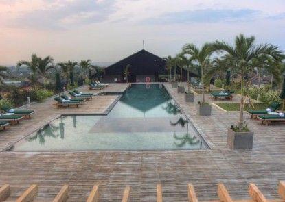U Paasha Seminyak Hotel Kolam Renang