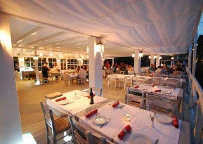 Vassilias Beach Hotel